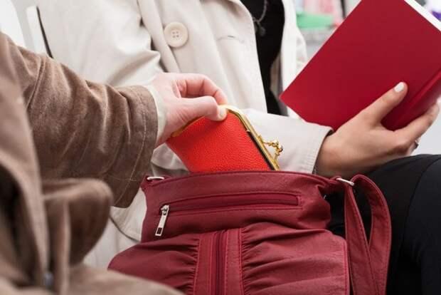 Будьте осторожны! В Севастополе из сумок «тянут» кошельки!