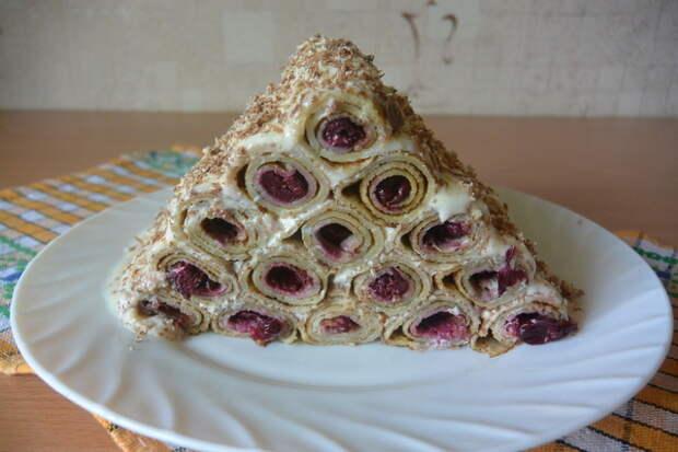 Блинный торт с вишнями