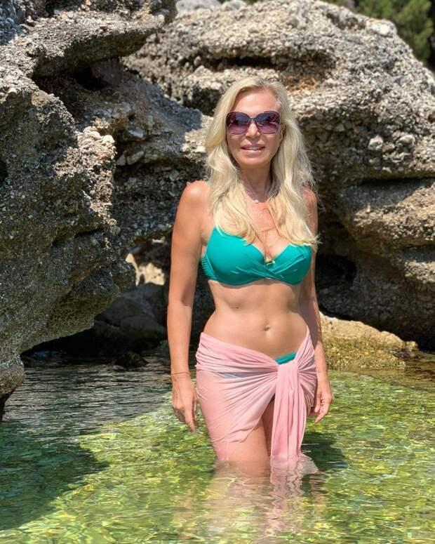 Вот это талия! 63-летняя Марина Юдашкина показала фигуру в купальнике