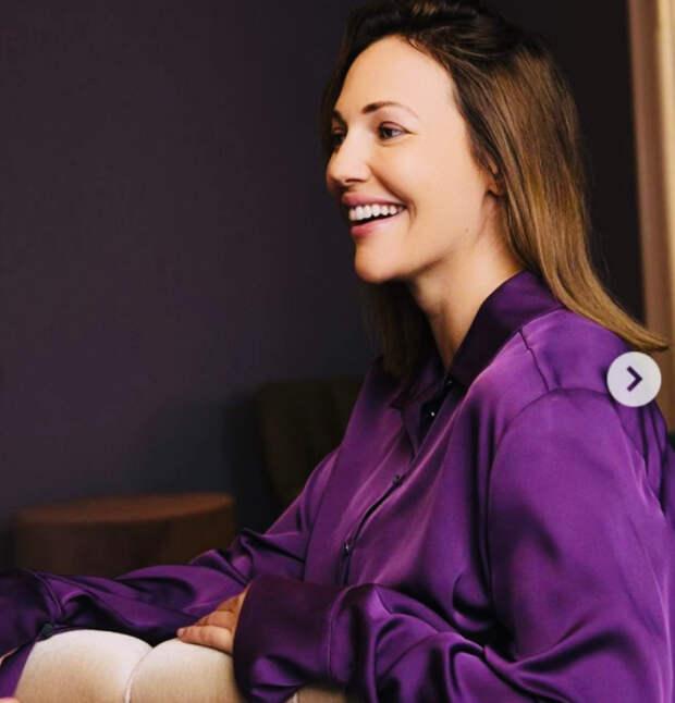 «Обворожительная Хюррем»: беременная Мерьем Узерли поделилась кадрами с новой фотосессии знаменитого фотографа. Поклонники в диком восторге от образа!