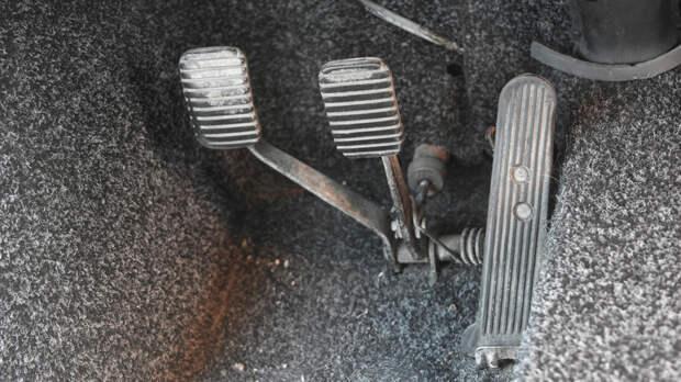 Напольный акселератор был у машин первого года выпуска