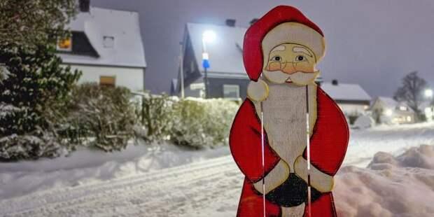 Новогодние украшения на дачу: фигура Деда Мороза