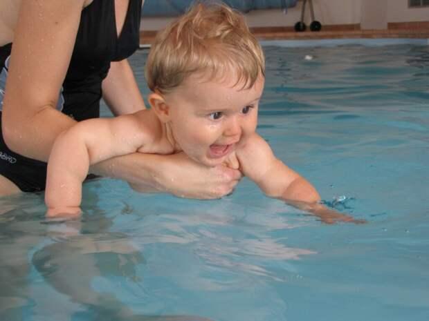 baby-76087_1280-1024x768 С какого возраста стоит учить ребенка плавать? Полезные советы