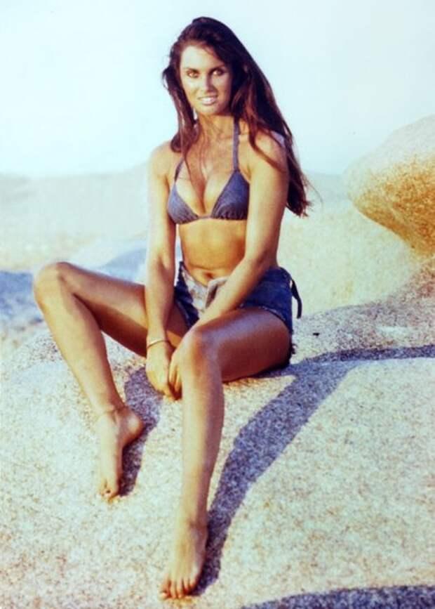 Прекрасная брюнетка из 70-ых Кэролайн Манро