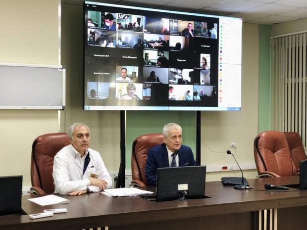 Геннадий Онищенко посетил детскую больницу имени З.А. Башляевой