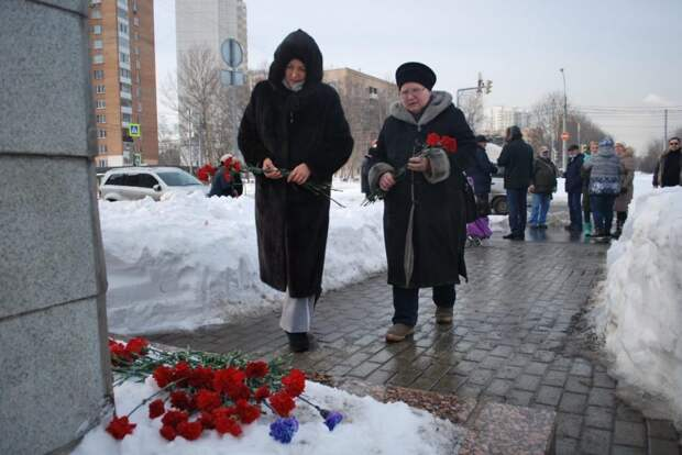 Жители Южного Медведкова почтили память погибших героев