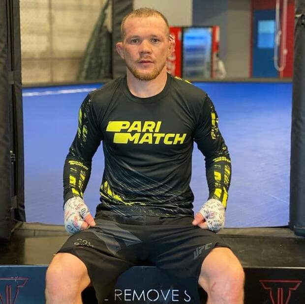 Петра Яна дисквалифицировали и лишили пояса UFC в бою со Стерлингом