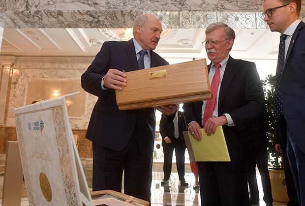 Лукашенко уволил Болтона с позором