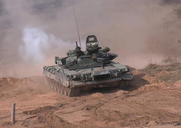 На западе России более тысячи военнослужащих Западного военного округа и Северного флота впервые приняли участие в совместных двухсторонних тактических учениях