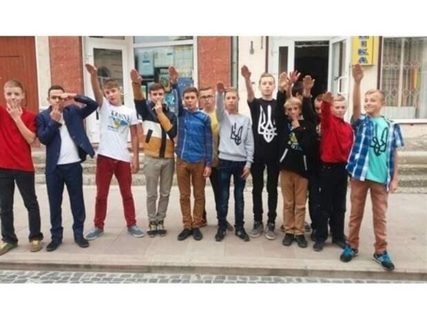 Неонацизм корежит души украинских детей