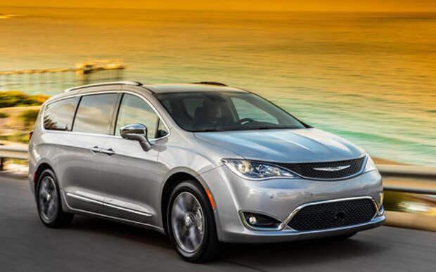Chrysler привез в Россию минивэн по цене премиума