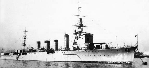 Japanese_cruiser_Naka