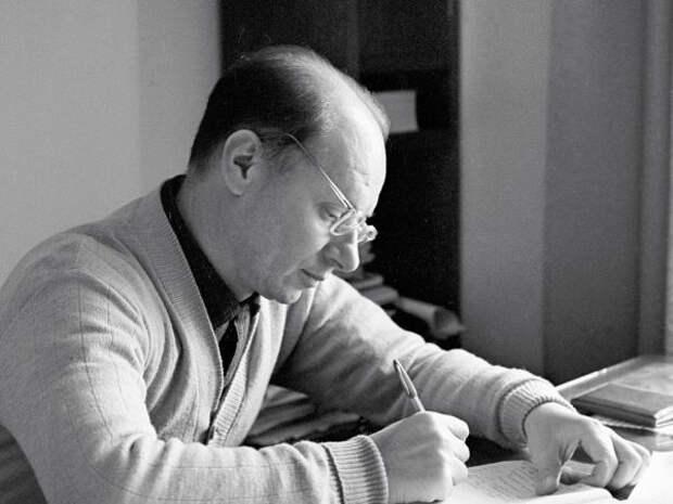 Читатели библиотеки на Дмитровке вспомнят творчество драматурга Виктора Розова