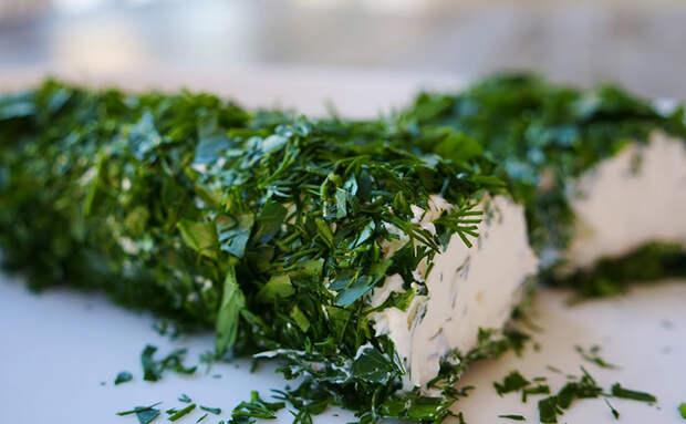 Сыр из сметаны и кефира. Смешиваем вместе, оставляем на сутки и получаем твердый сыр