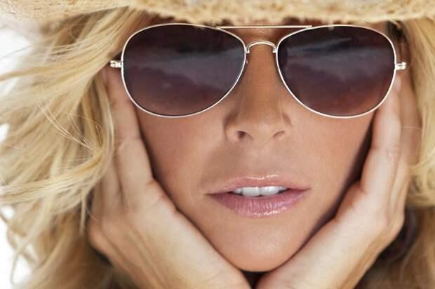 модные очки с прозрачными стёклами