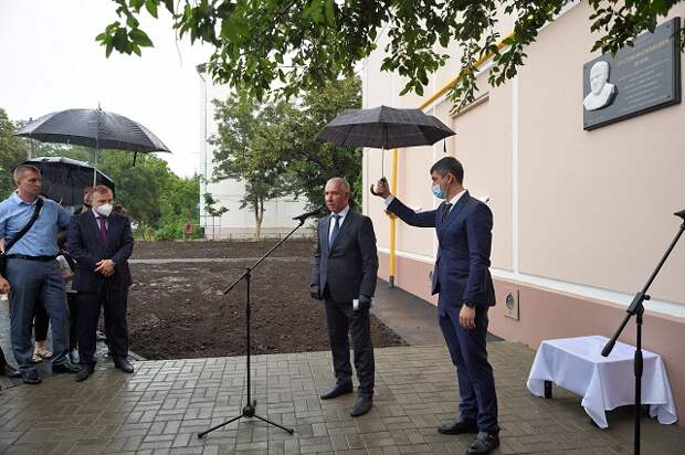 Глава Адыгеи принял участие в открытии мемориальной доски первому председателю Верховного суда РА