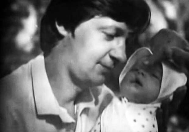 Кадр из документального фильма «Три брака и единственное счастье Кузнечика»