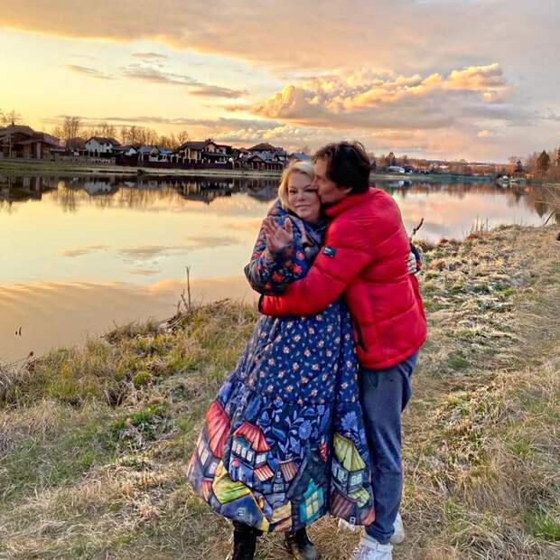 «Все хотят съехать друг от друга»: Яна Поплавская о буднях в самоизоляции