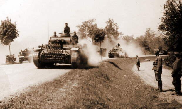 Вторжение началось! Колонна танков Pz.Kpfw.III пылит по дороге под ослепительным летним солнцем - Нестандартное 22 июня   Warspot.ru
