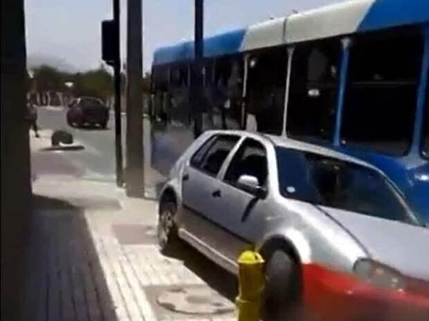 Горячий чилийский водитель автобуса (ВИДЕО)