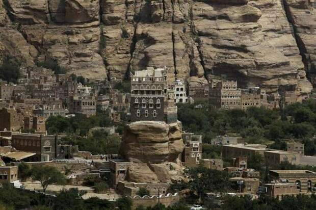В Аль-Хаджаре дома строили специально на скалах для безопасности и спасения от зноя / Фото: straitstimes.com