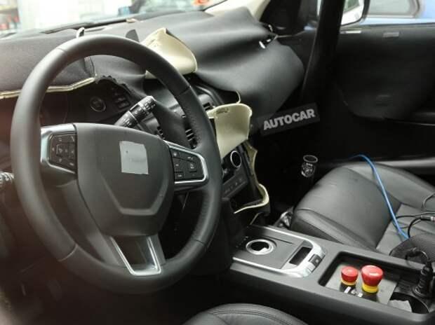 Сменщик Land Rover Freelander показал детали салона