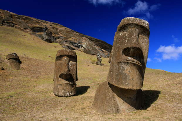 File:Moai at Rano Raraku - Easter Island (5956405378).jpg ...
