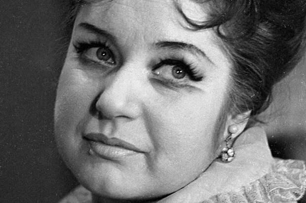 Народная артистка РСФСР Людмила Макарова.