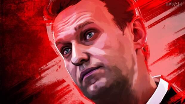 Сосновский: Навальному надоело прятаться с курицей по углам