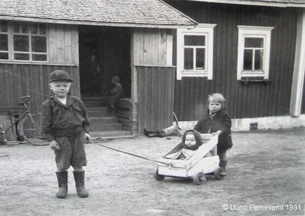 Приспособления для воспитания детей на старинных фото. Почти все, что нам кажется современным, уже было