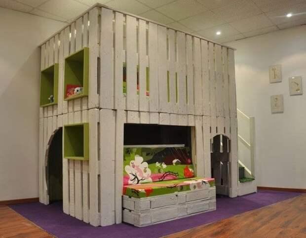 9. Паллеты для детских комнат: из них можно сделать целую конструкцию в спальню, а также игровой пространство, например, песочницу дизайн дома, идеи для дома, интересно, интерьер, мастер на все руки, полезно, своими руками