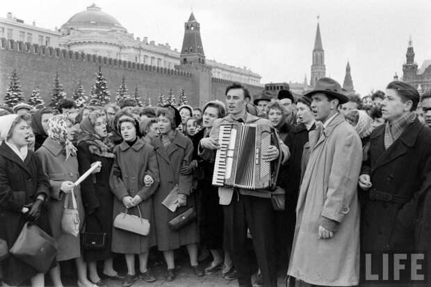 Почему многие хотят вернуться в СССР? Был ли страшный дефицит? Лучше ли были продукты? Дело вовсе не в том!