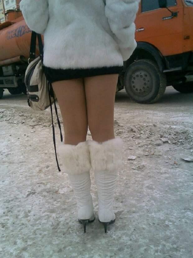 Телесные колготки вместе с шубой смотрятся нелепо. / Фото: emakar.ru