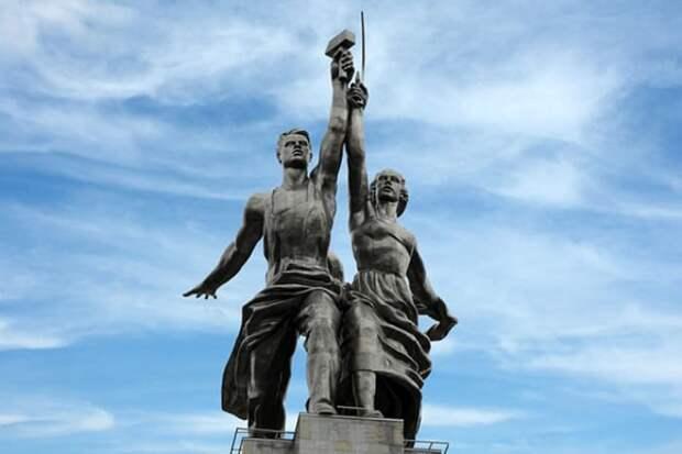Скульптура Веры Мухиной *Рабочий и колхозница*, ставшая эмблемой *Мосфильма* | Фото: 24smi.org