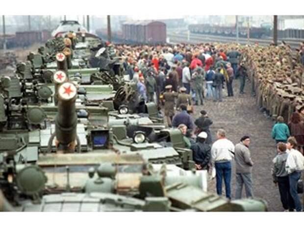 Скоропалительный вывод советских войск из Европы: ошибка или предательство?