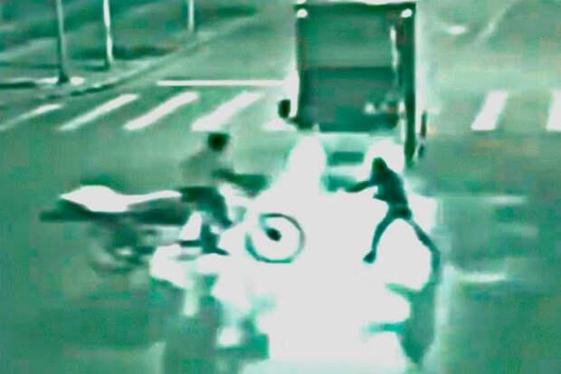 5 людей со сверхспособностями, случайно снятых на камеру. Остановил машину руками
