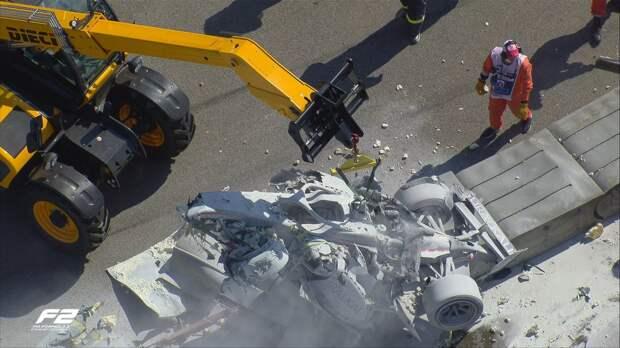 В сети появилось видео страшной аварии, прервавшей гонку «Формулы-2» в Сочи