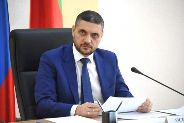 Российский губернатор зачитал рэп в своём рабочем кабинете