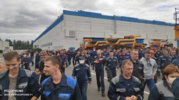 """""""Лукашенко надоел, но что будет с заводом?"""". Какие настроения у белорусских рабочих и готовы ли они бастовать"""