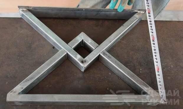 Оригинальный столик из профтрубы и обрезков доски