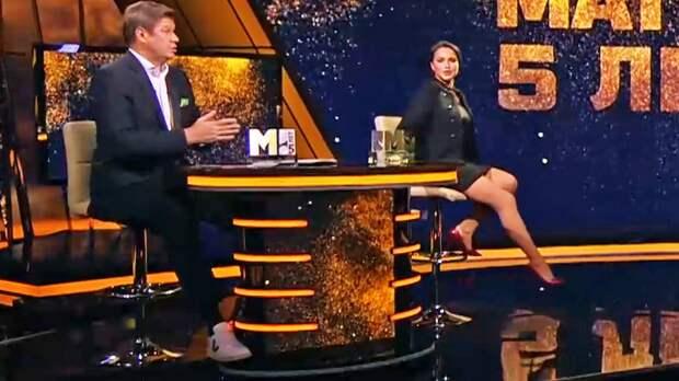 Губерниев: «Слава богу, что Загитова пришла в роскошной мини-юбке. Я любовался ее ногами, фигурой. Это нормально»