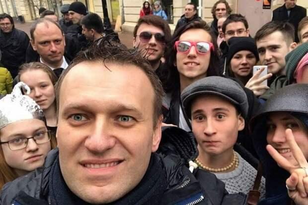 Почему Навальный стал главным пионервожатым России