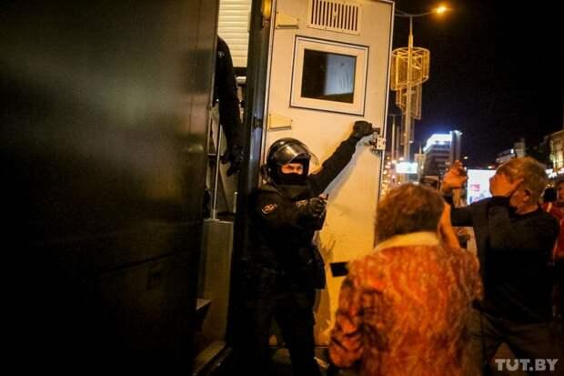 7 впечатляющих фото протестов после тайной инаугурации Лукашенко