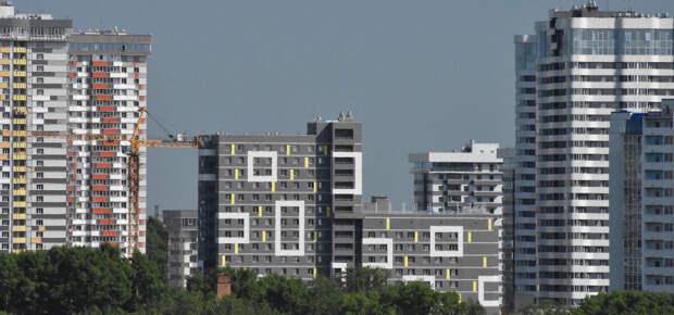 Девелоперы пытаются украшать скучные серые многоэтажки, но получается далеко не всегда, да и сути дела это не меняет...