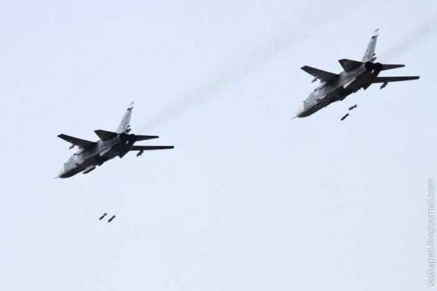 Сирийские боевики засняли удар бомбардировщика Су-24 по своим позициям