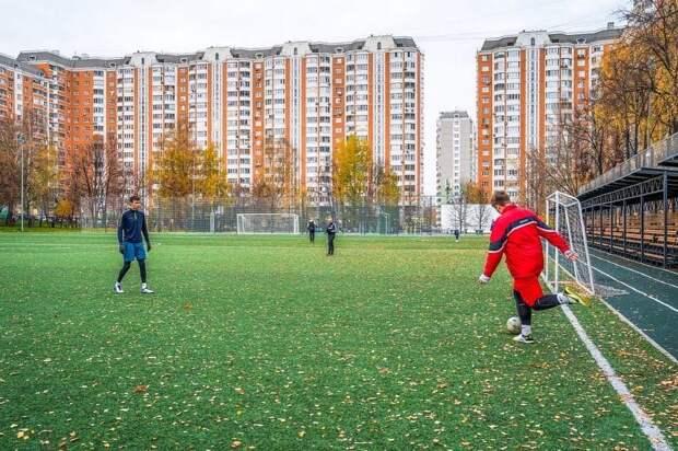 Возле школьного стадиона на Грекова появилось новое общественное пространство