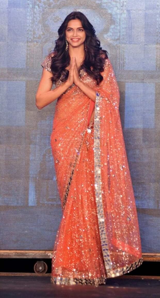 15 сказочно красивых образов индийских актрис в сари