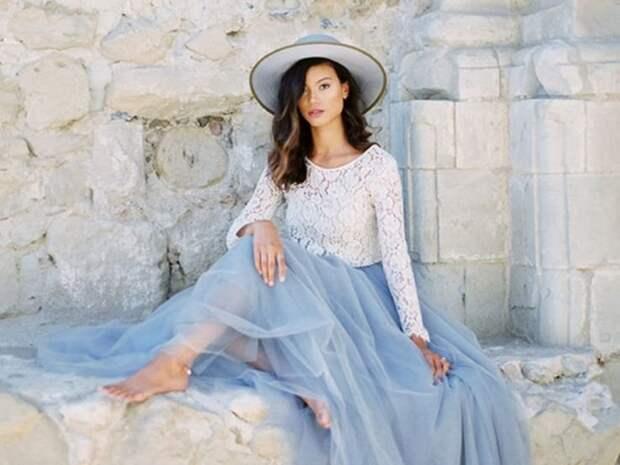 Нежный голубой: учимся сочетать цвета в гардеробе и выглядеть стильно