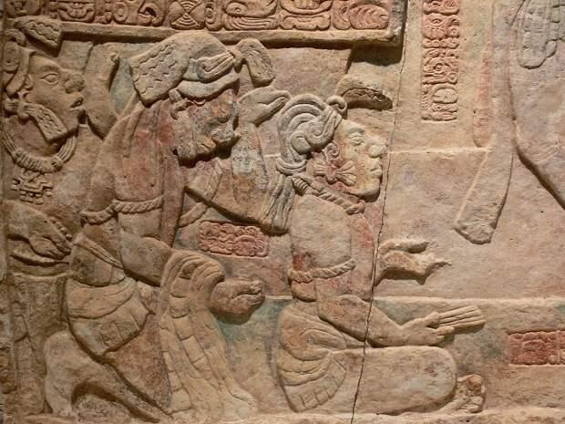 После майя осталось немало рисунков и надписей в камне.