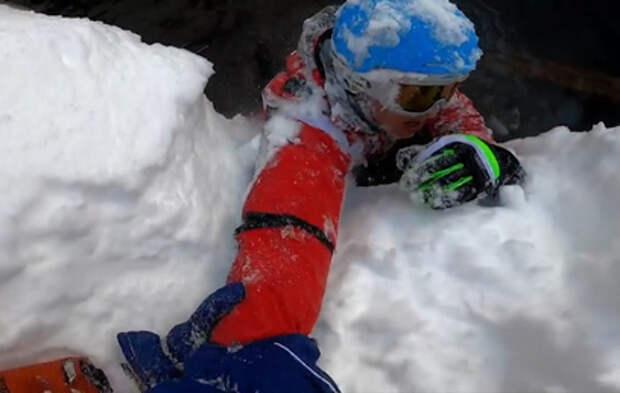 Беспечный лыжник на Красной поляне упал в ручей и сломал ногу (видео)